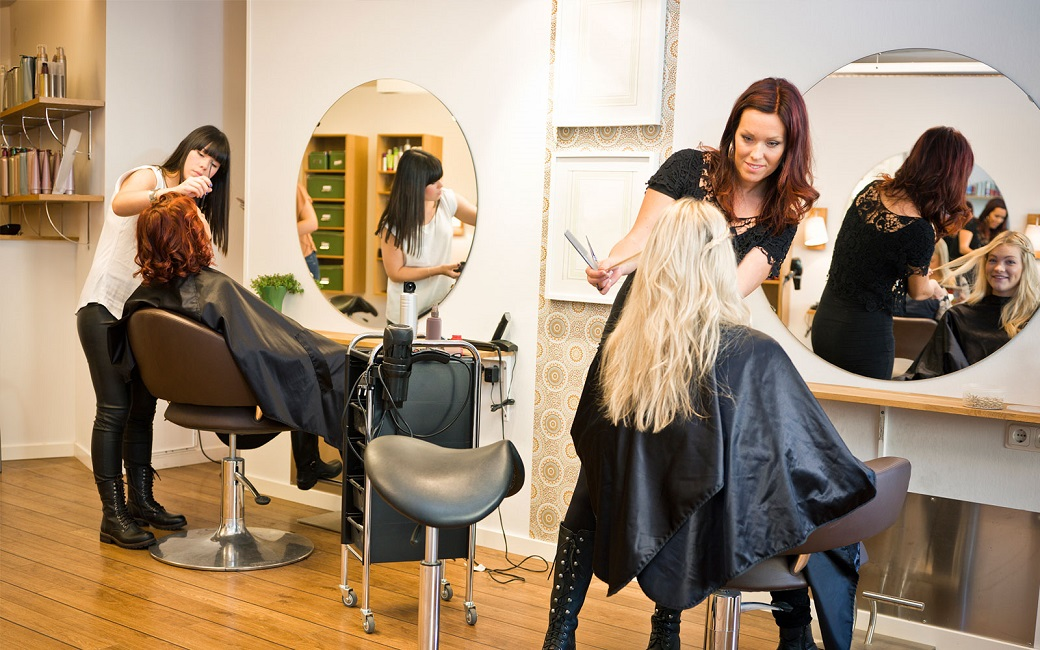 Things to consider before starting a business of beauty and Barber